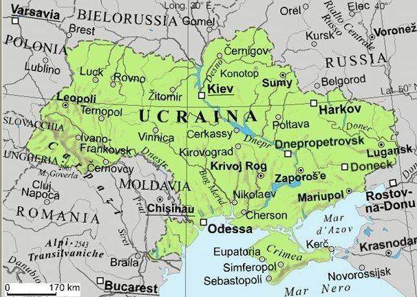 L'UCRAINA HA UNA SUPERFICIE DI 603.700 KM² (IL DOPPIO DI QUELLA ITALIANA), e CIRCA 47MILIONI DI ABITANTI. Ha uno sbocco sul Mar Nero a sud e confina con la Russia ad est, la Bielorussia a nord e con Polonia, Slovacchia, Ungheria, Romania e Moldavia ad ovest.  L'Ucraina è una repubblica, il Presidente della Repubblica attuale è Viktor Janukovič mentre il Primo Ministro dimissionario Mykola Azarov è stato sostituito dal commissario Serhiy Arbuzov.  LA LINGUA UFFICIALE È L'UCRAÌNO. MOLTO DIFFUSO NELLE REGIONI ORIENTALI È IL RUSSO, che NELLA REPUBBLICA AUTONOMA DELLA CRIMEA È ANCHE LINGUA UFFICIALE
